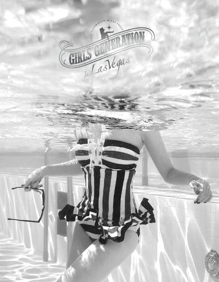 少女時代 (Girls' Generation) - In Las Vegas Photobook (w/ Coster+Poster)